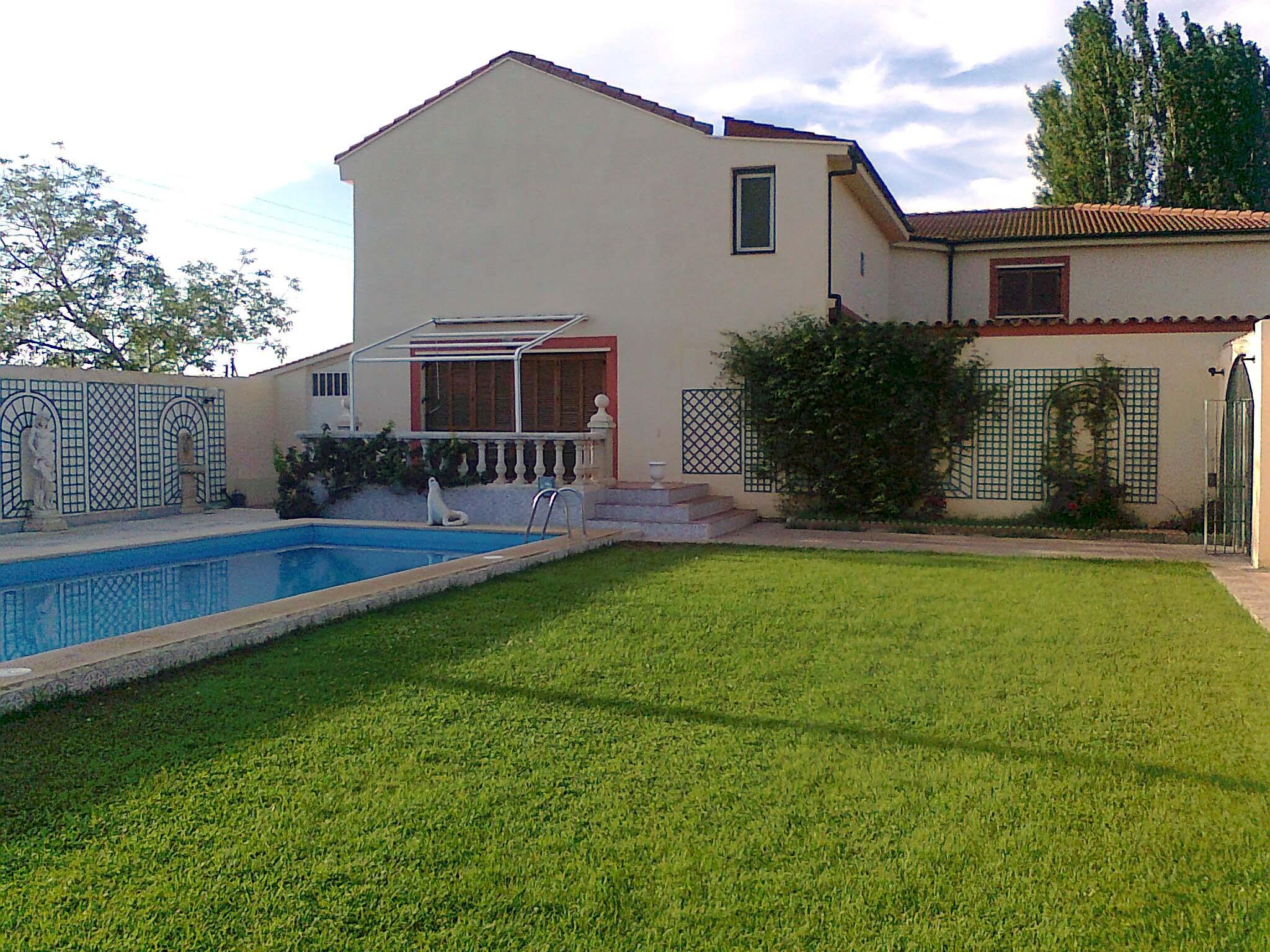 Limpieza de piscinas en zaragoza cangurin for Piscinas climatizadas zaragoza