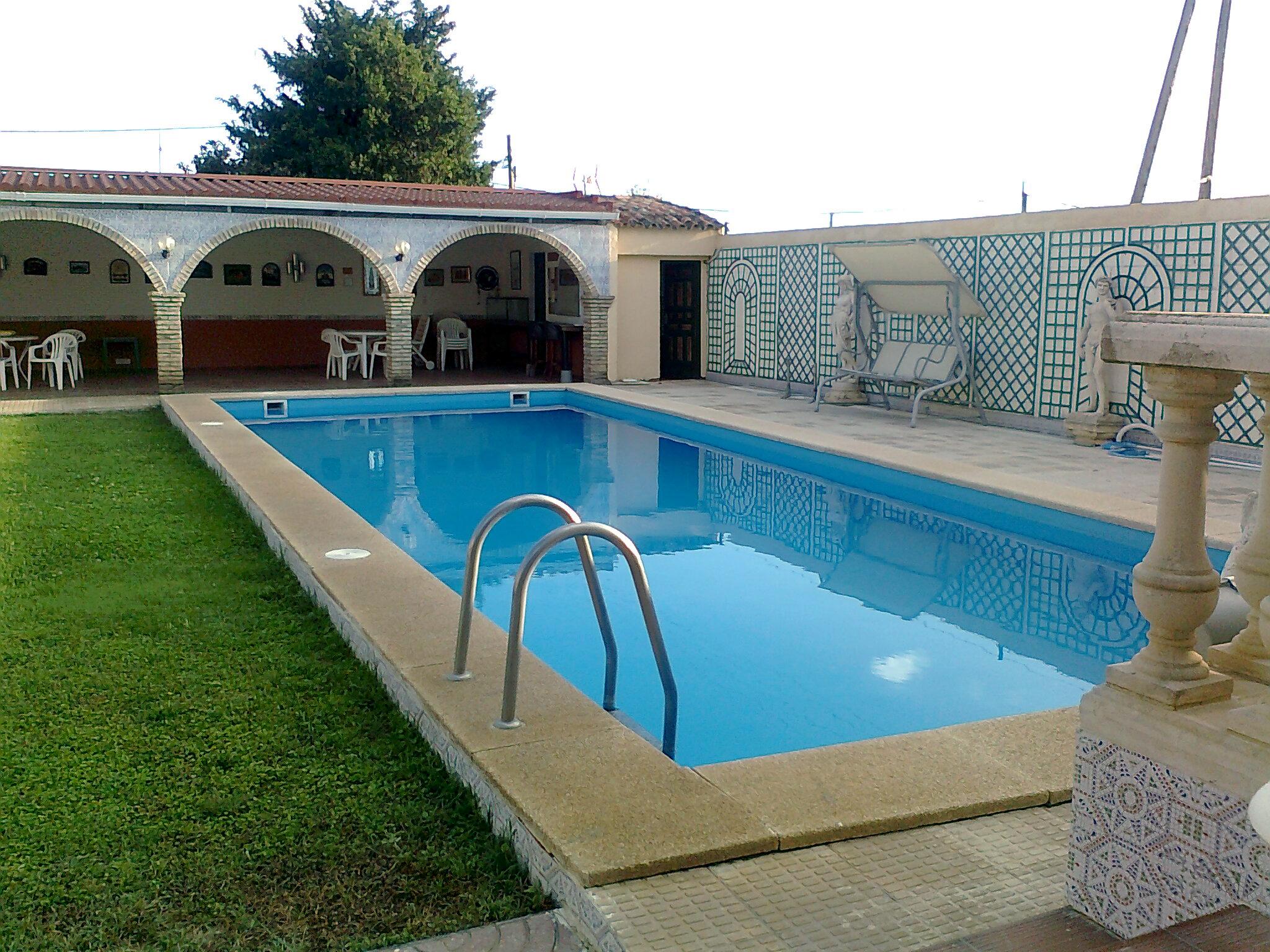 Limpieza de piscinas en zaragoza cangurin for Limpieza de piscinas