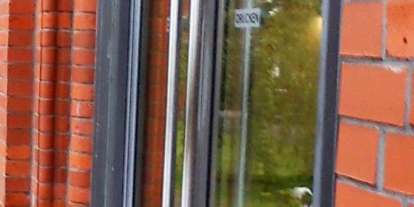 Limpieza de cristales en zaragoza cangurin for Puerta acristalada exterior